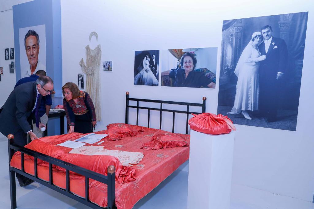 غطاء سرير زفاف إسعاف نجم الدين جراح وذا النون أنيس جراح - عكا- 1945- هدية من ابنتهما الأديبة سلوى جراح